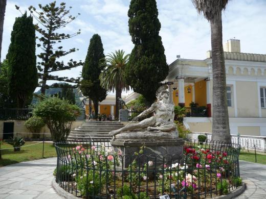 Achille blessé et colonnade de la villa