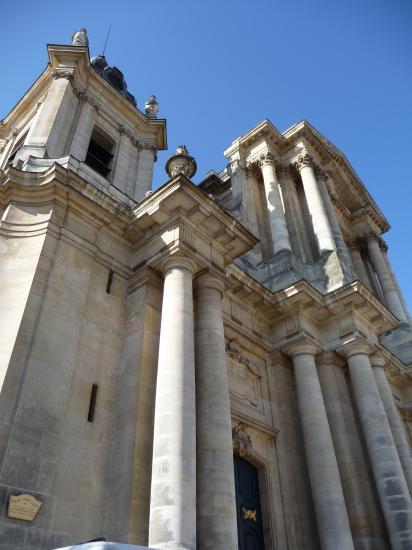 Détail des tours et des colonnes du portail