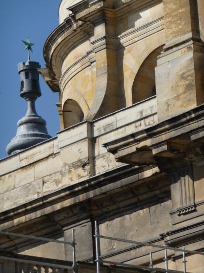 Détail des bas-cotés et de la chapelle de la Vierge