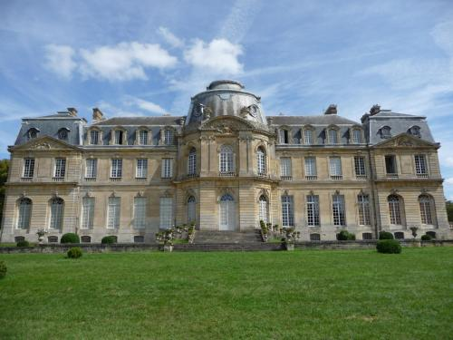 Château de Champlâtreux, côté jardin (1751-1757)