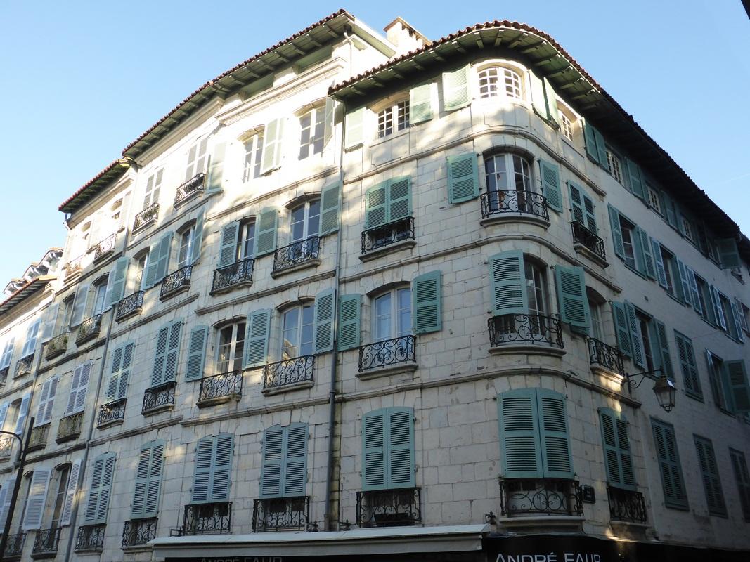 Beaux immeubles de pierre XVIIIe