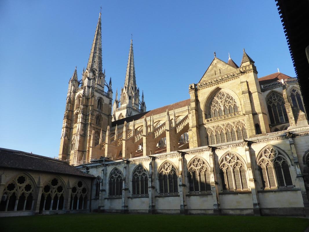 La cathédrale côte cloître