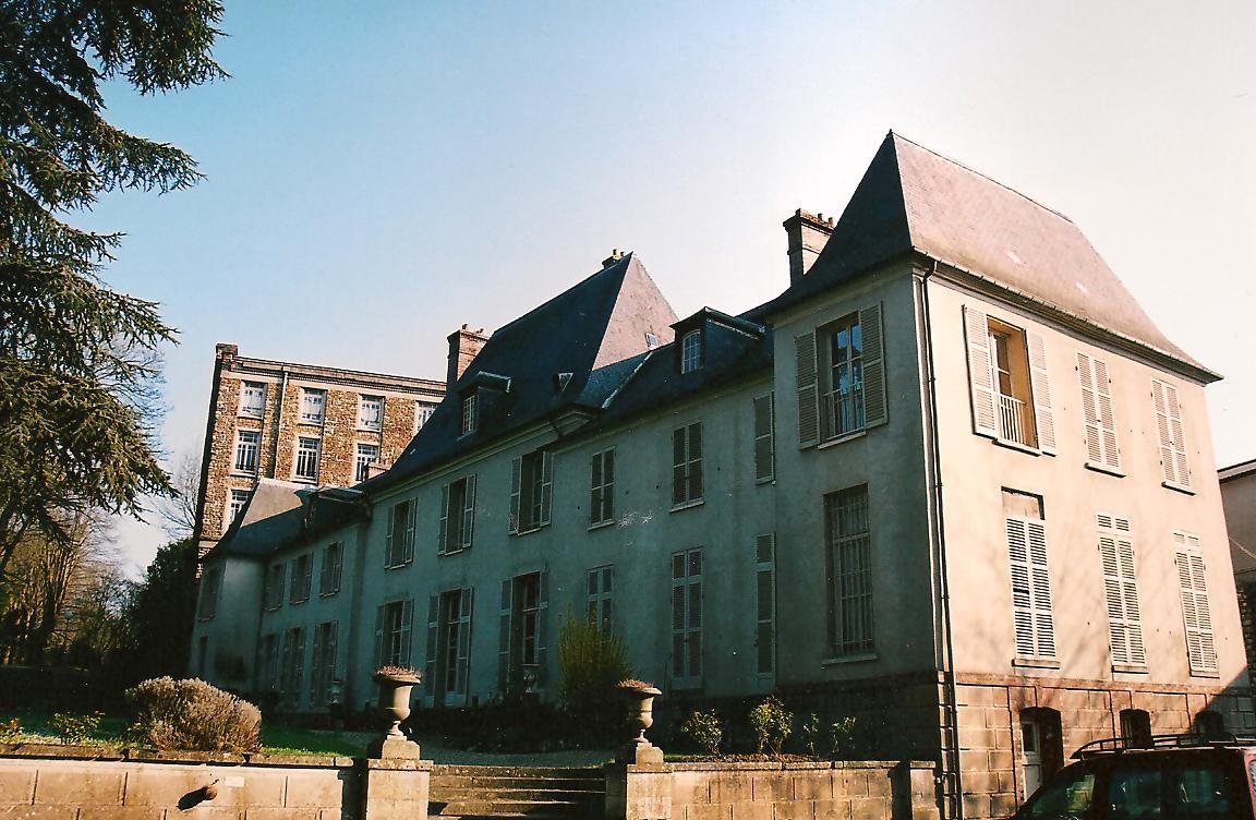 Château des Hauldres, côté cour, cl. Ph. Cachau