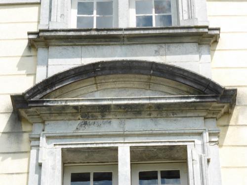 Croisées de l'avant-corps central côté jardin (détail)