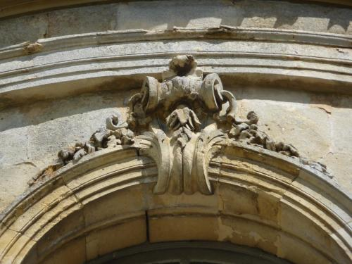 Champlâtreux, avant-corps : Agrafe latérale (années 1750)