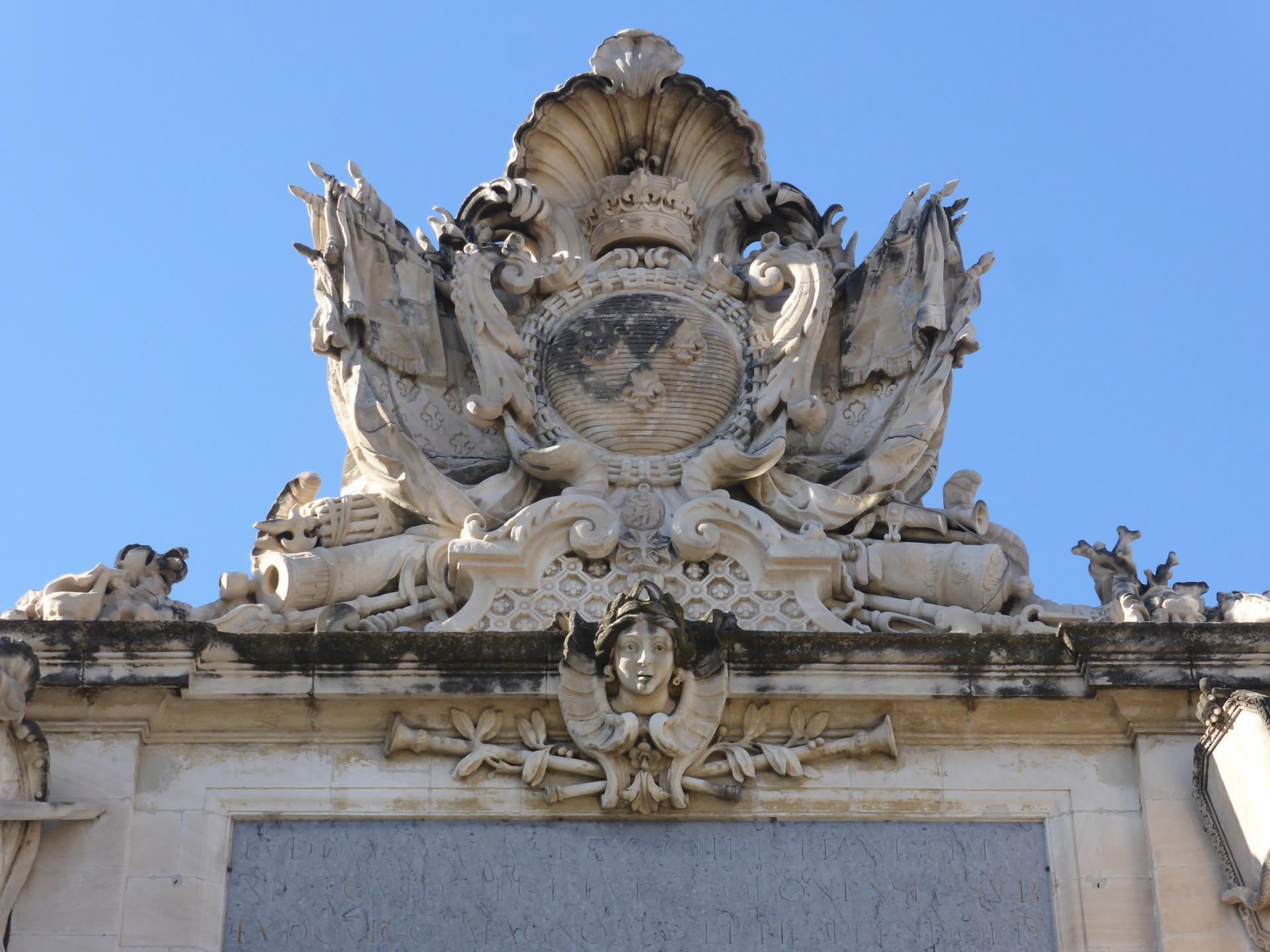 Joseph Hubac, dit l'Ancien : Trophées aux armes royales, vers 1730 (cliché Philippe Cachau)