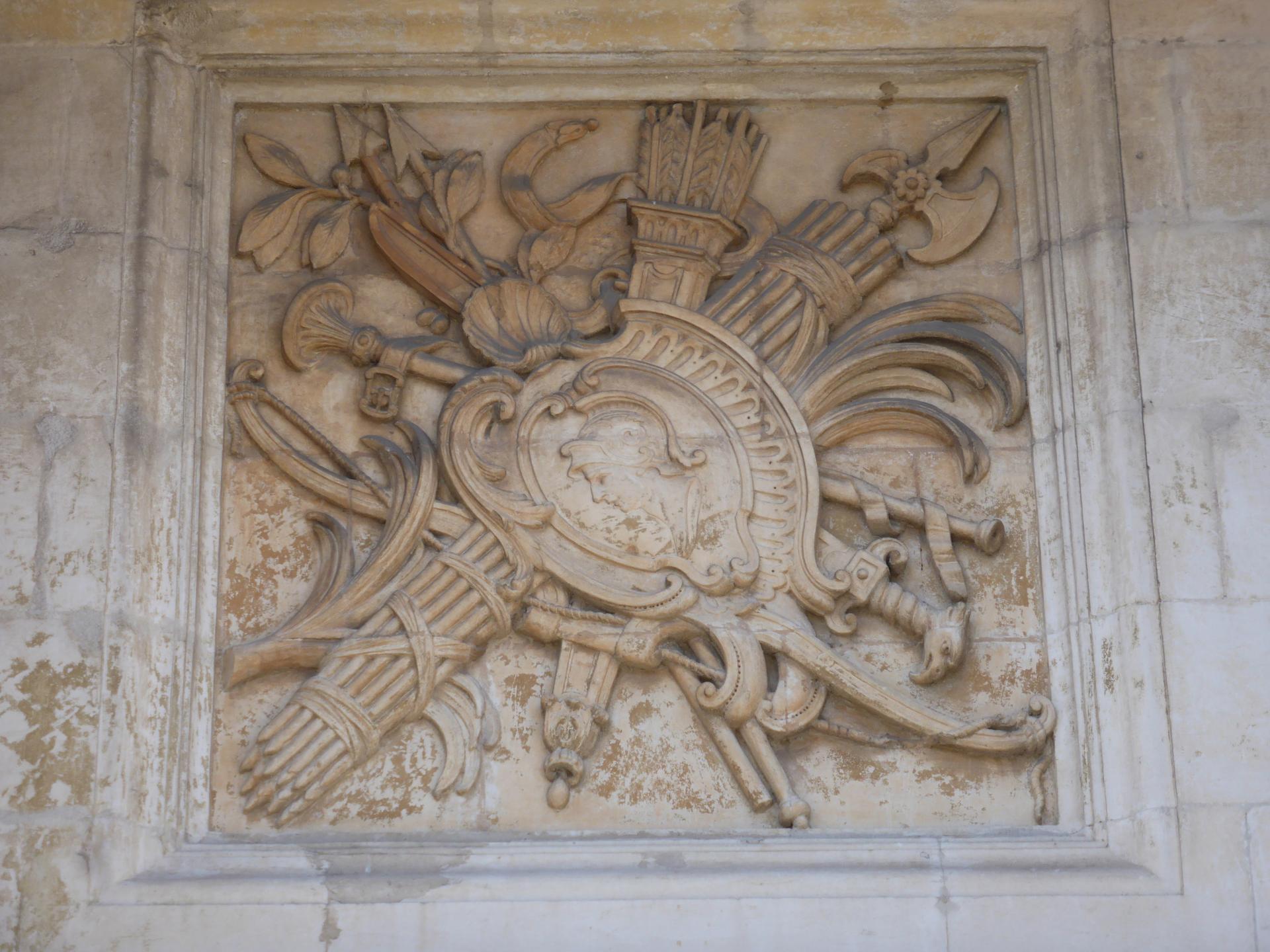 Joseph Hubac, dit l'Ancien : Trophée guerrier avec figure de général romain, vers 1730 (cliché Ph. Cachau)