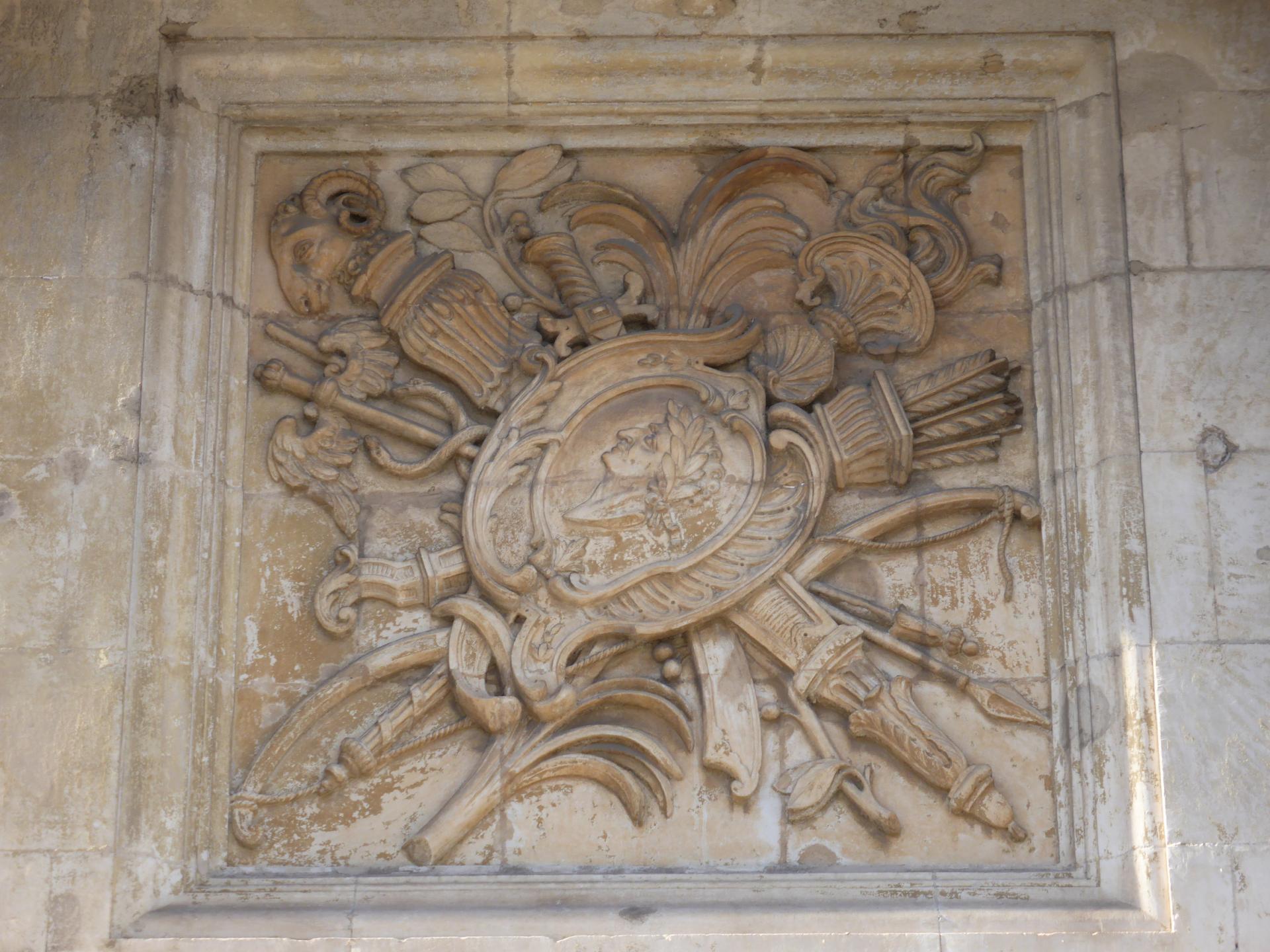 Joseph Hubac, dit l'Ancien : Trophée guerrier avec figure de César, vers 1730 (cliché Ph. Cachau)