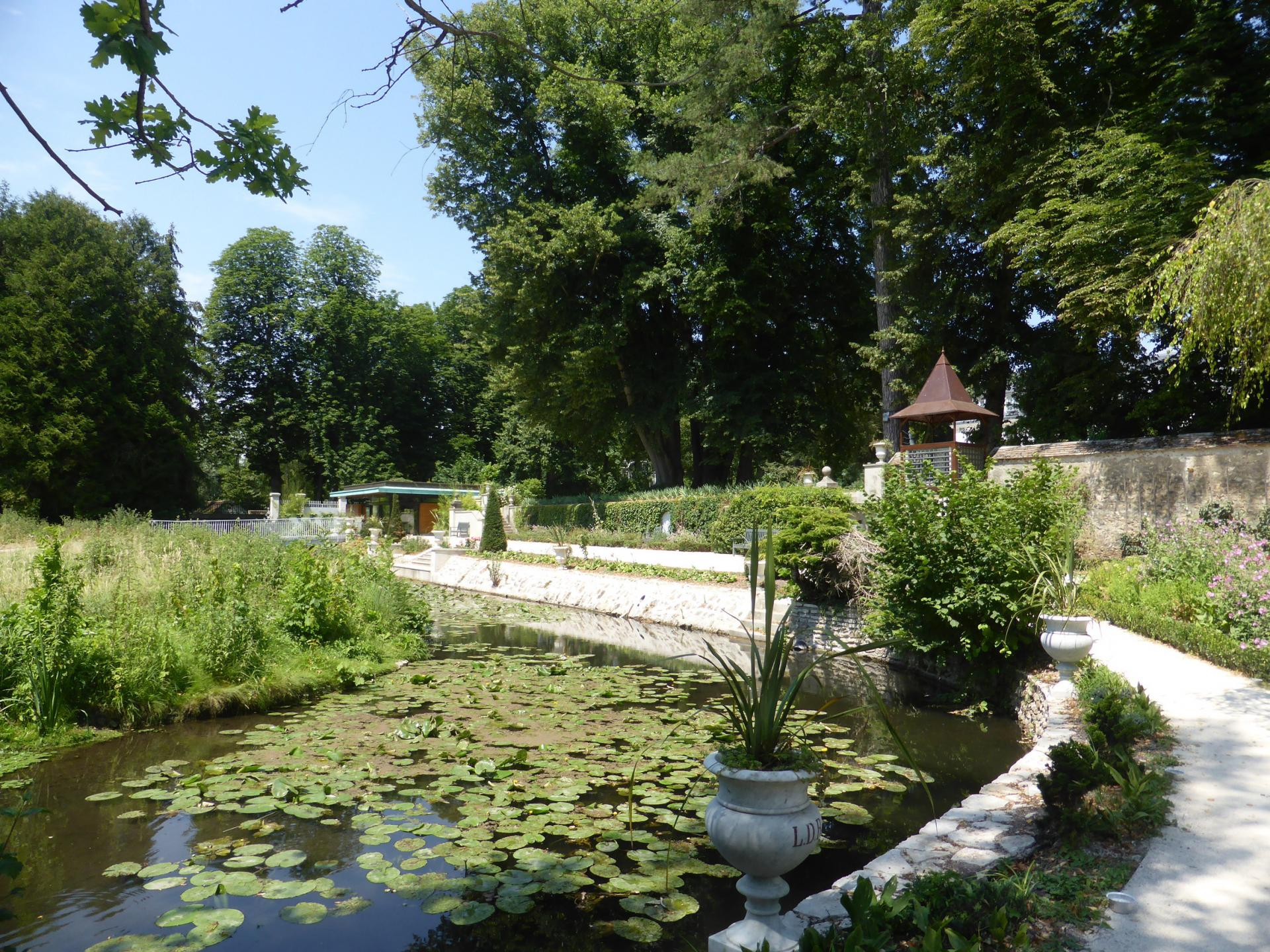 L'Essonne au pied de la terrasse du jardin, cliché Ph. Cachau