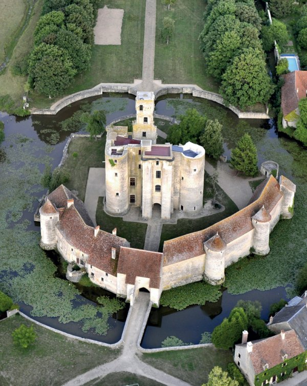 Château de Sagonne (Cher), XIV-XVe siècles, vestiges
