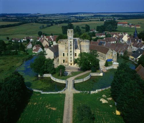 Château de Sagonne vu du côté de la grande allée d'Hardouin-Mansart